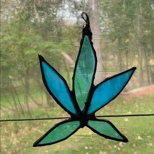 🍁Hemp leaf stained glass suncatcher
